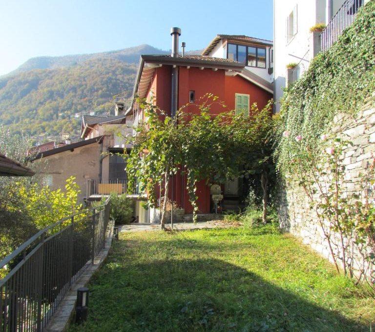 villa Moltrasio giardino con pergolato