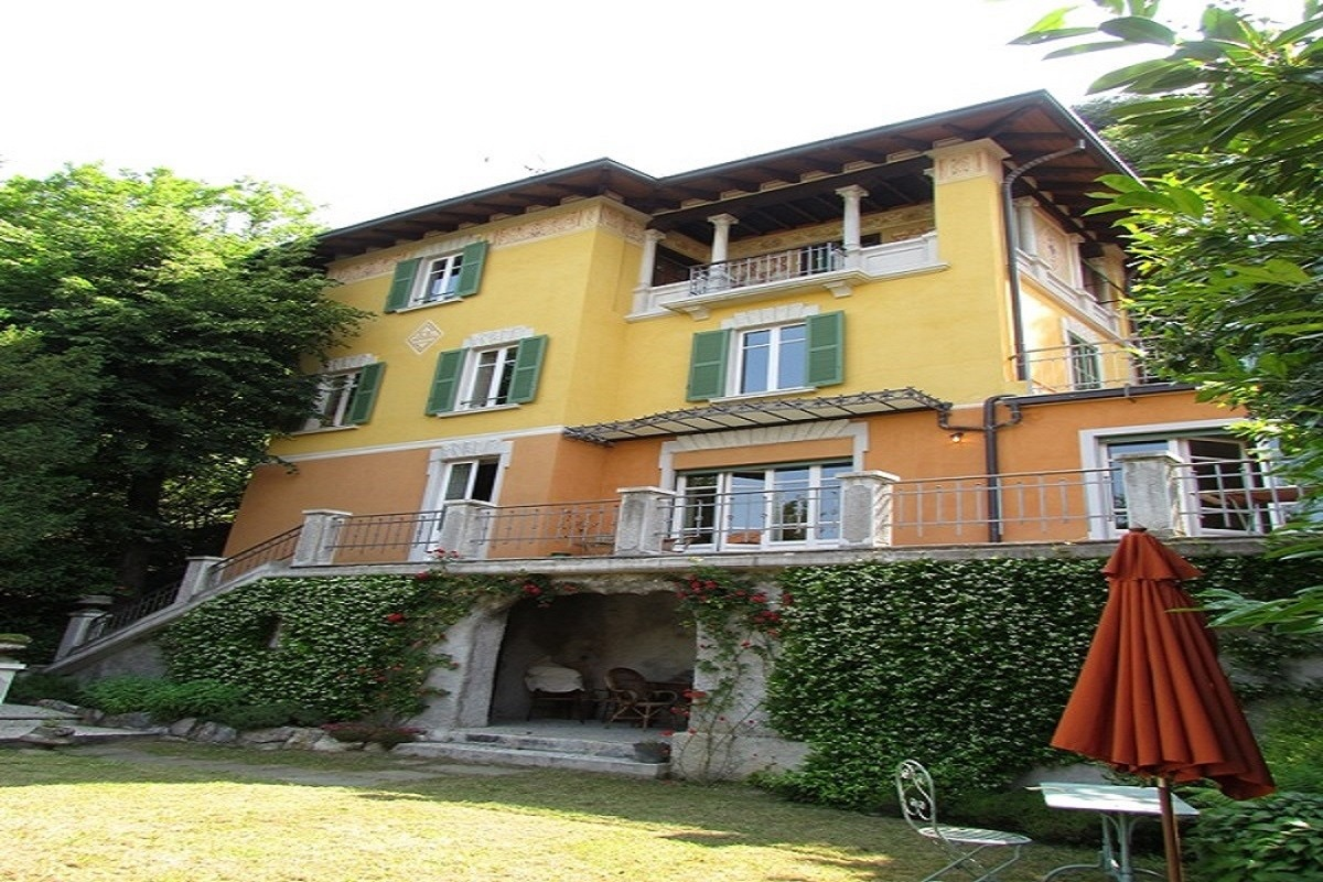 Villa Liberty in vendita a Brunate