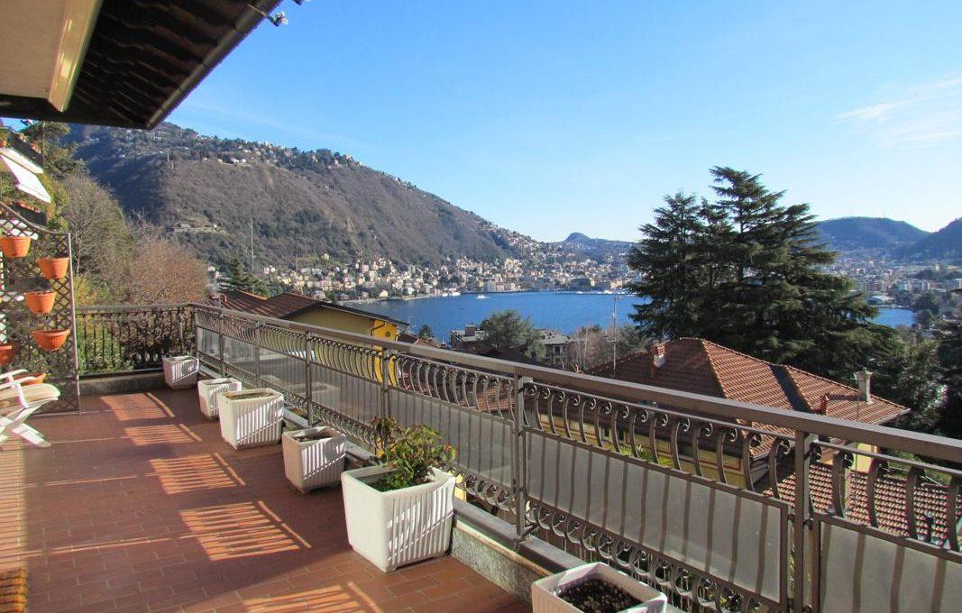 terrazzo e vista lago e città di Como