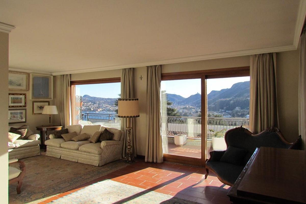 Villa padronale panoramica in Como, via dei Villini n.6 A