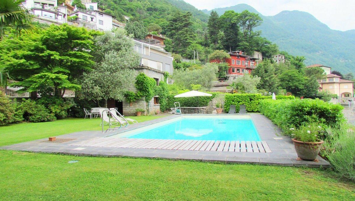 Laglio villa fronte lago con darsena privata piscina