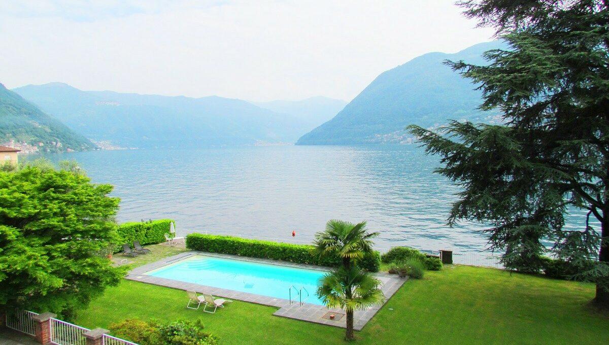 piscina vista dalla villa