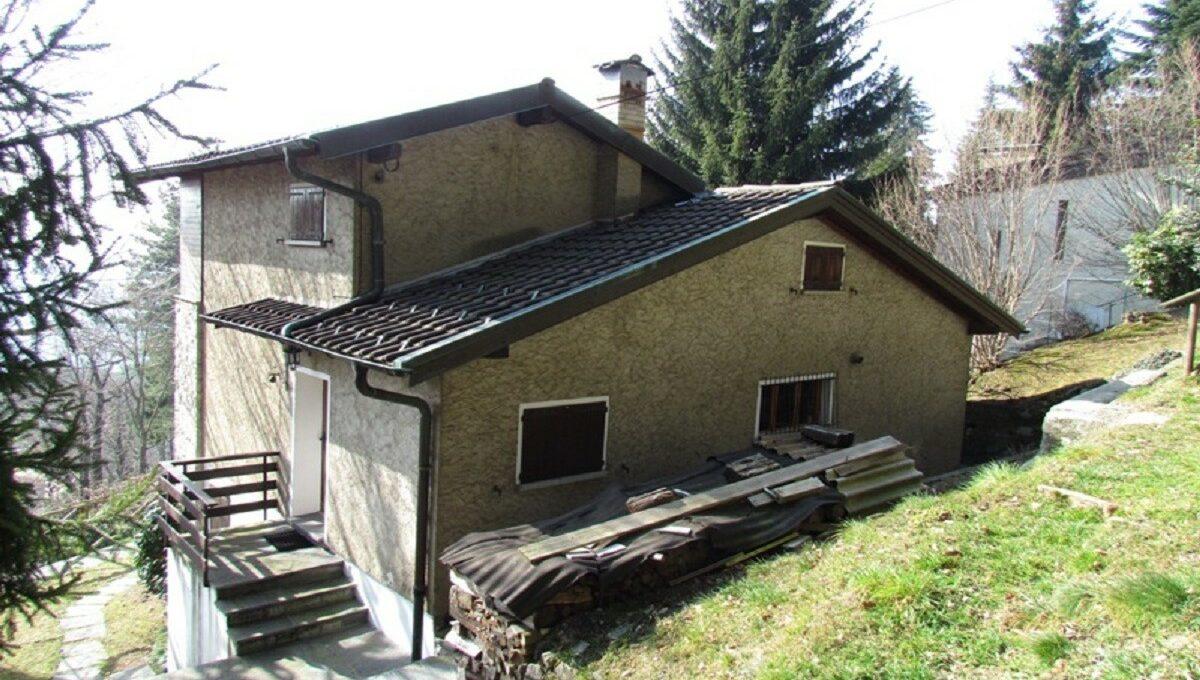 Villa a Sagno vista dal dietro