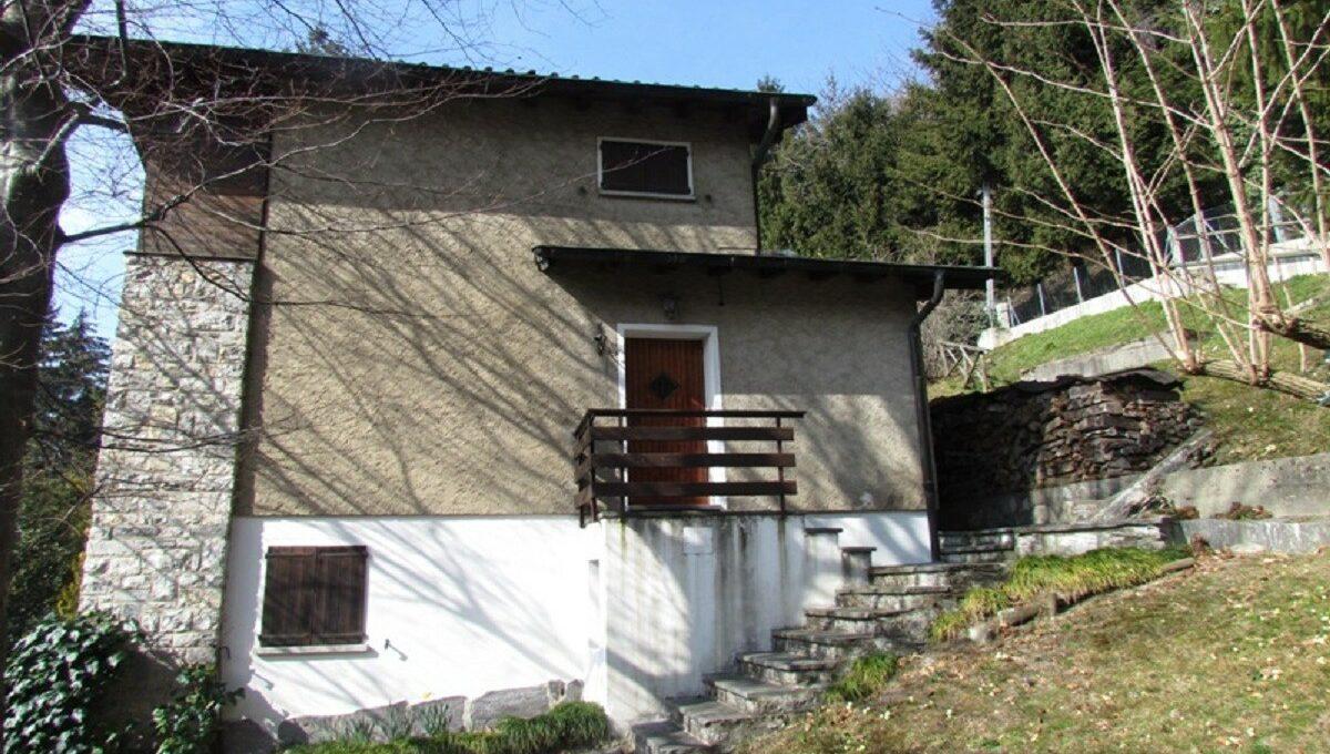 Villa a Sagno vista di lato