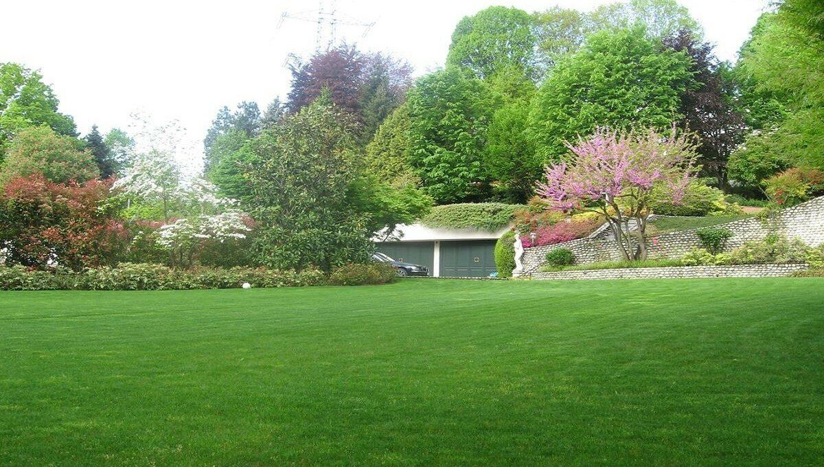 giardino e vista dei garages