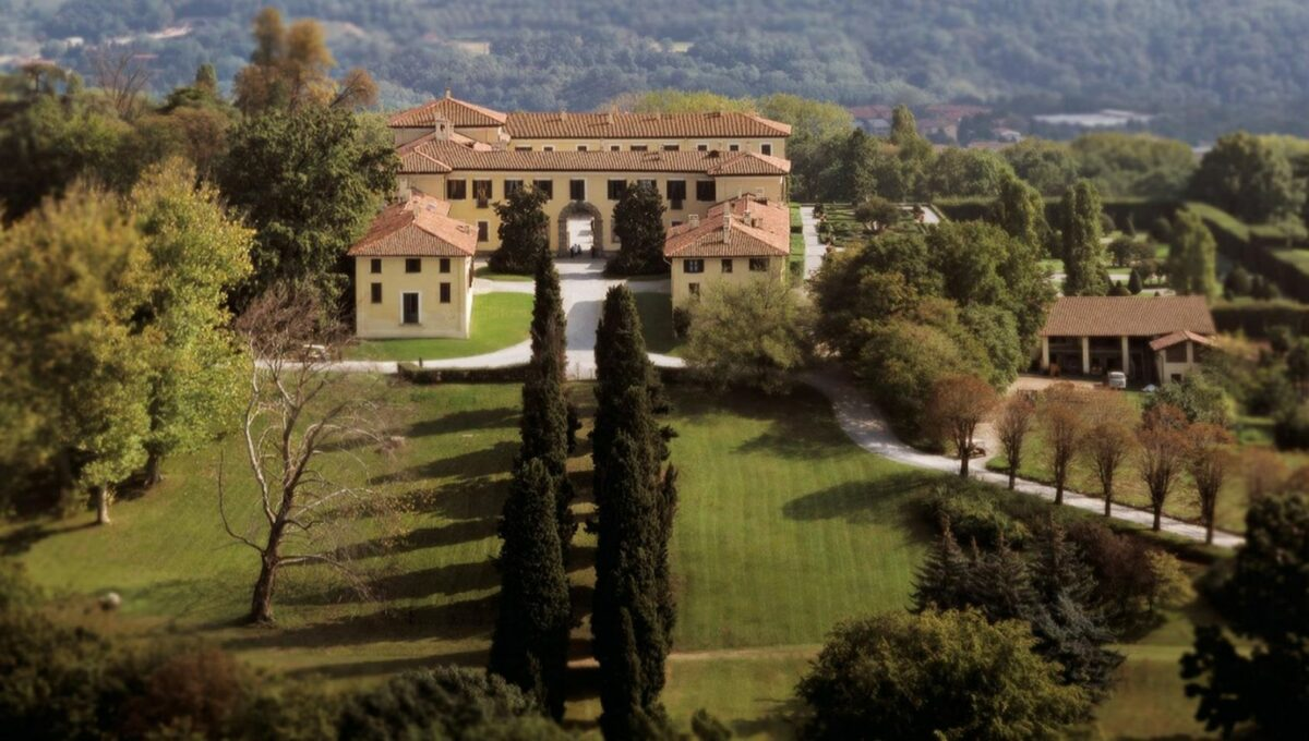 vista con particolare dei giardini all'italiana