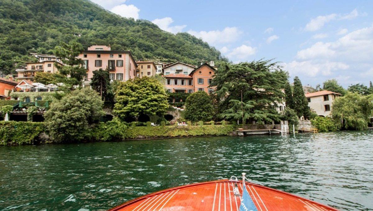 Vista della Villa in affitto a Laglio dal Lago di Como