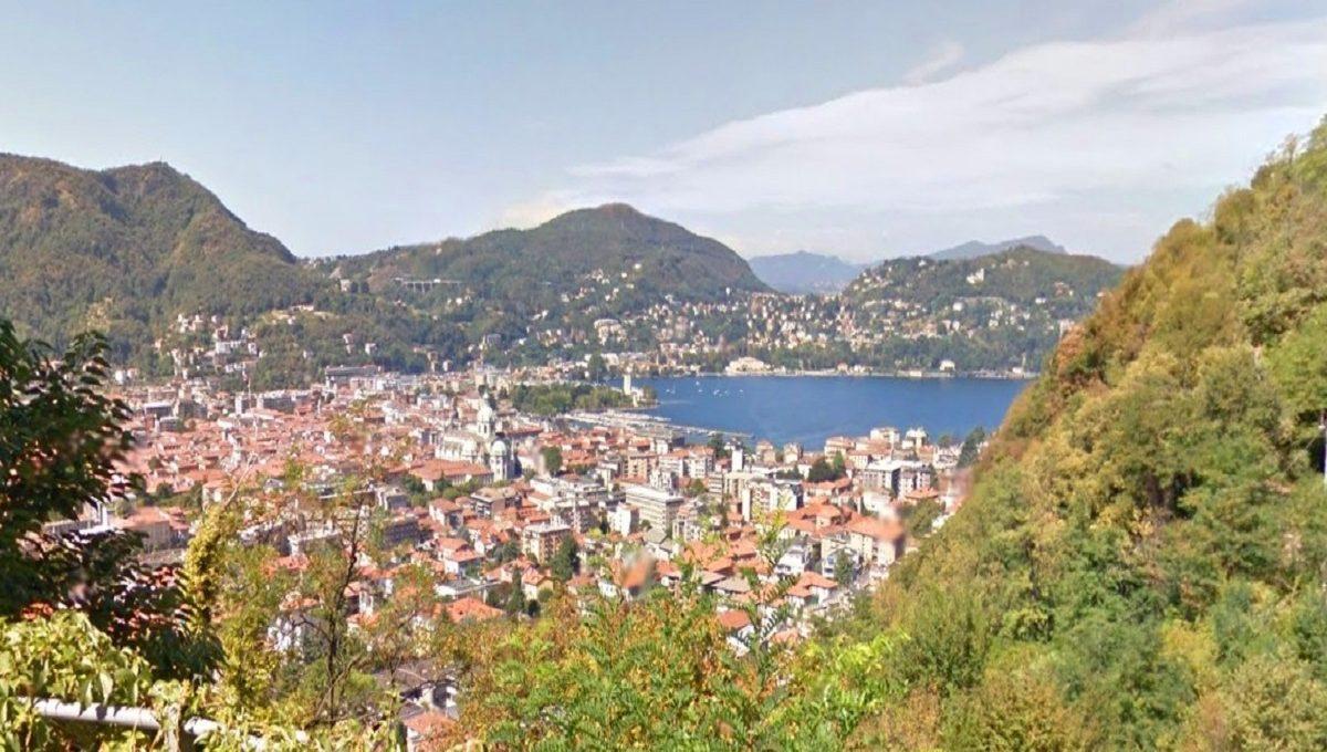 Veduta del Lago e della città di Como dalla villa