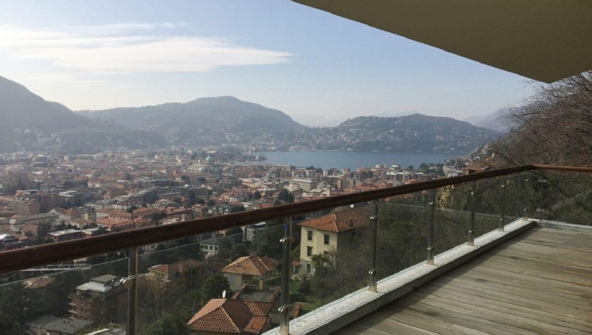 Villa con incantevole vista su lago e città di Como