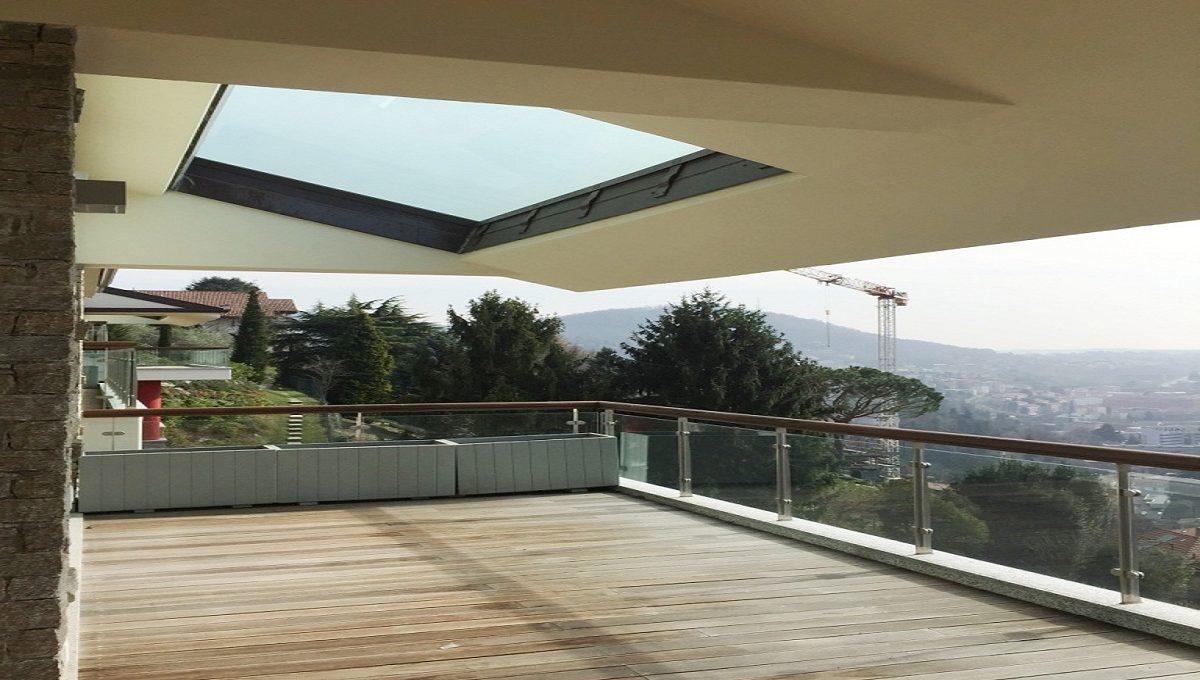 Ampio terrazzo con ottima esposizione ai raggi solari