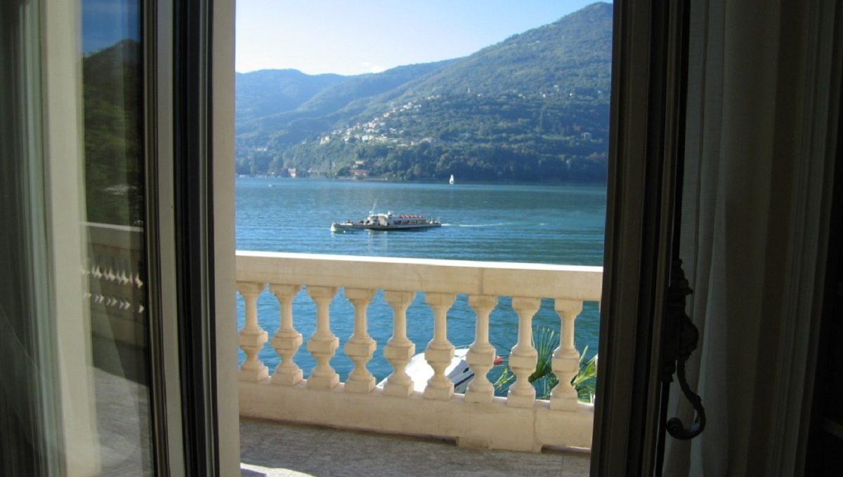 Veduta del Lago di Como dal balcone