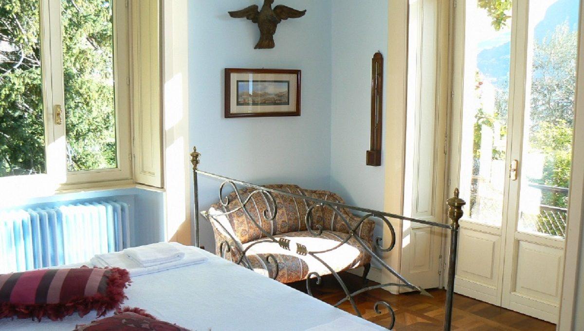 Camera da letto con veduta sul lago di Como