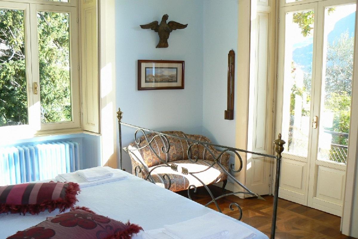 Camera da letto con veduta sul lago di Como - Tettamanti Real Estate