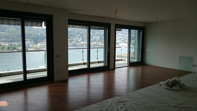 lussuoso appartamento vista lago Ampio soggiorno con vista