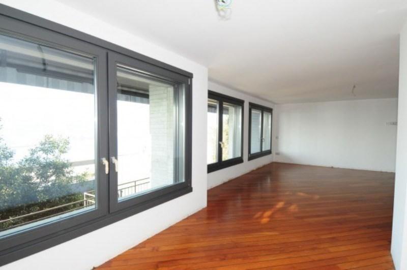 Lussuoso appartamento vista lago Ottimo ristrutturato con pavimenti in legno