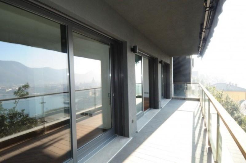 Lussuoso appartamento vista lago Dettaglio del balcone