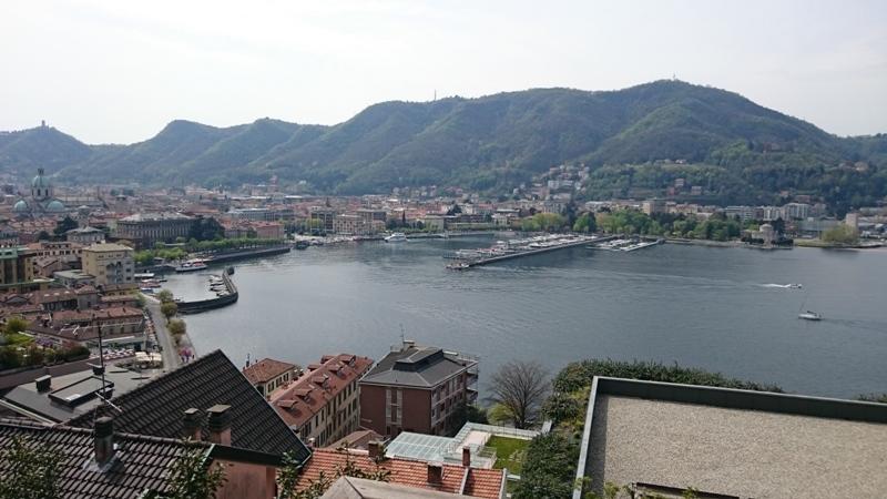 Veduta della città e del lago