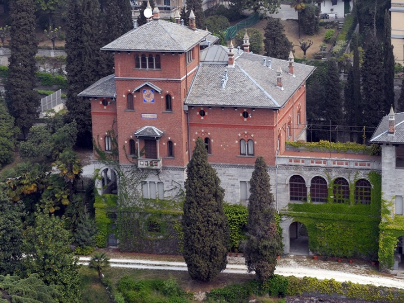 Prestigiosa villa d'epoca fronte lago