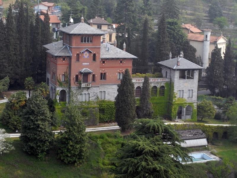 Storica villa sul lago di Varese