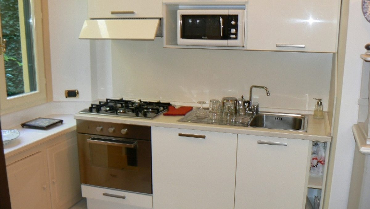 Ampia vetrata sul giardino