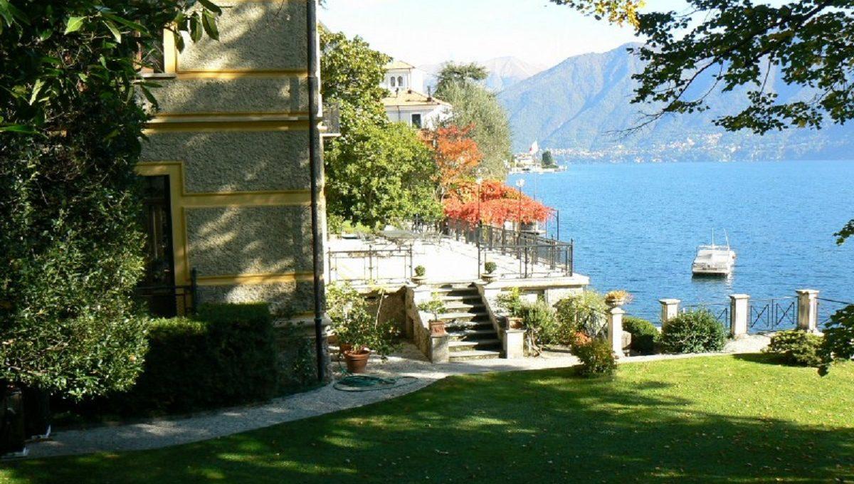 Veduta della villa e del giardino