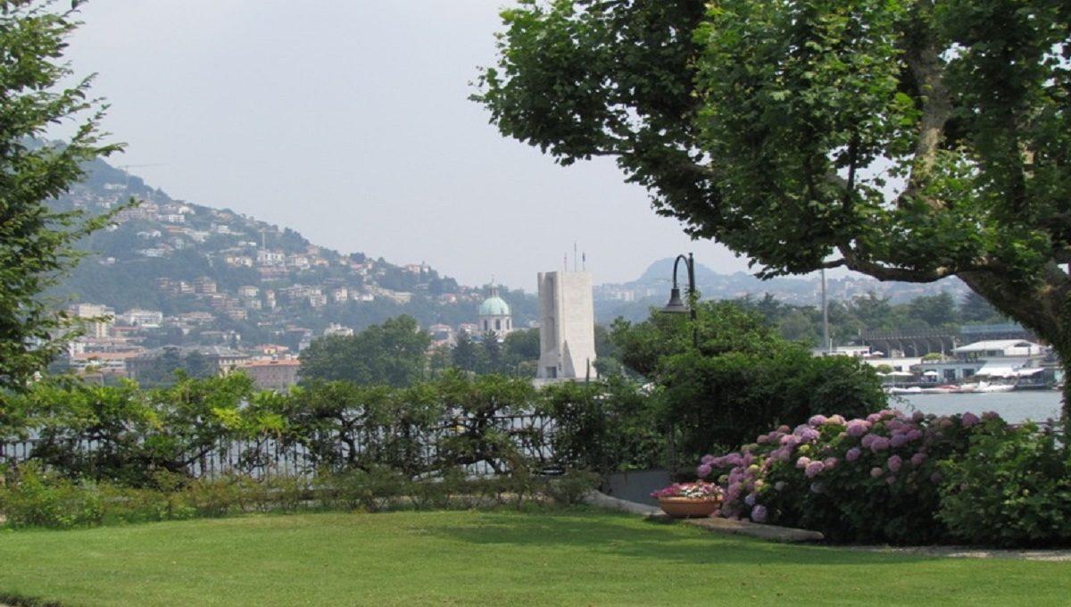 Giardino vista lago e città di Como