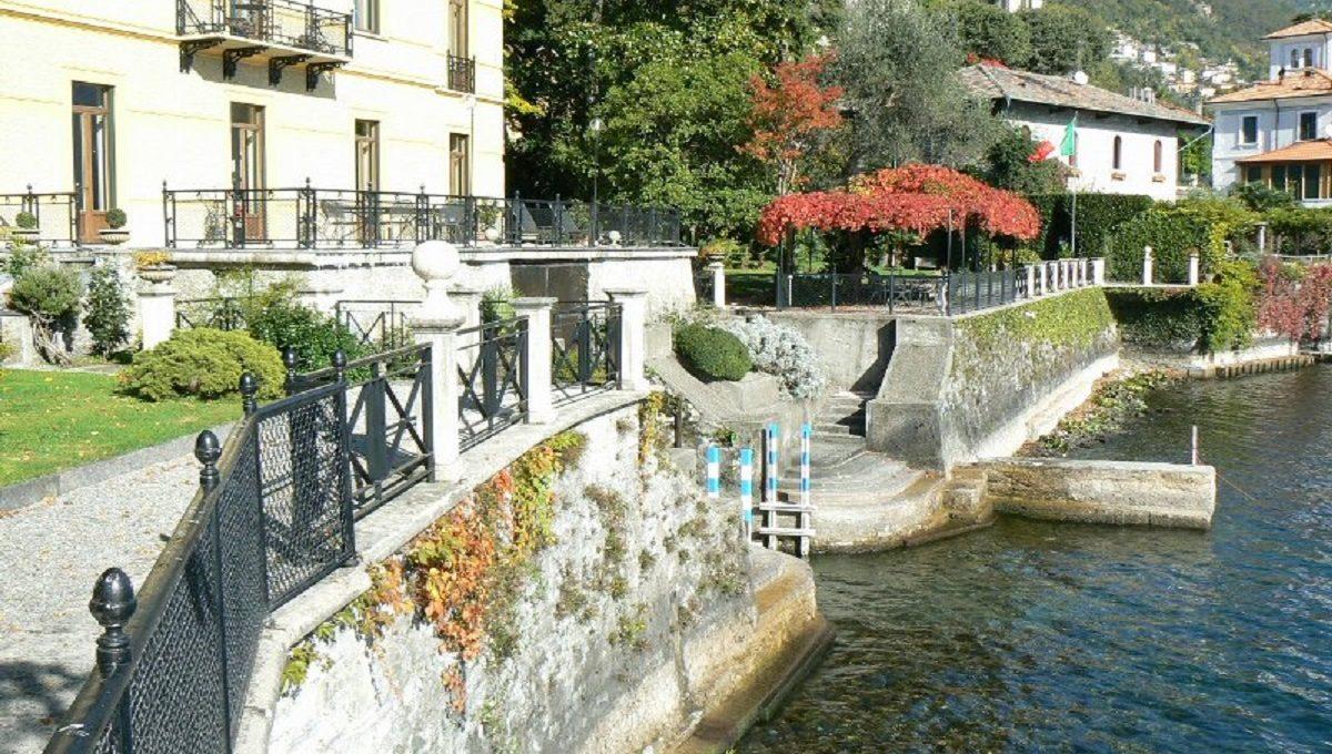 Villa a Moltrasio con giardino bordo lago