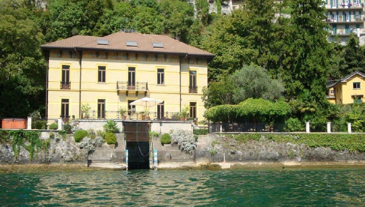 Vista della villa in affitto a Moltrasio dal Lago di Como