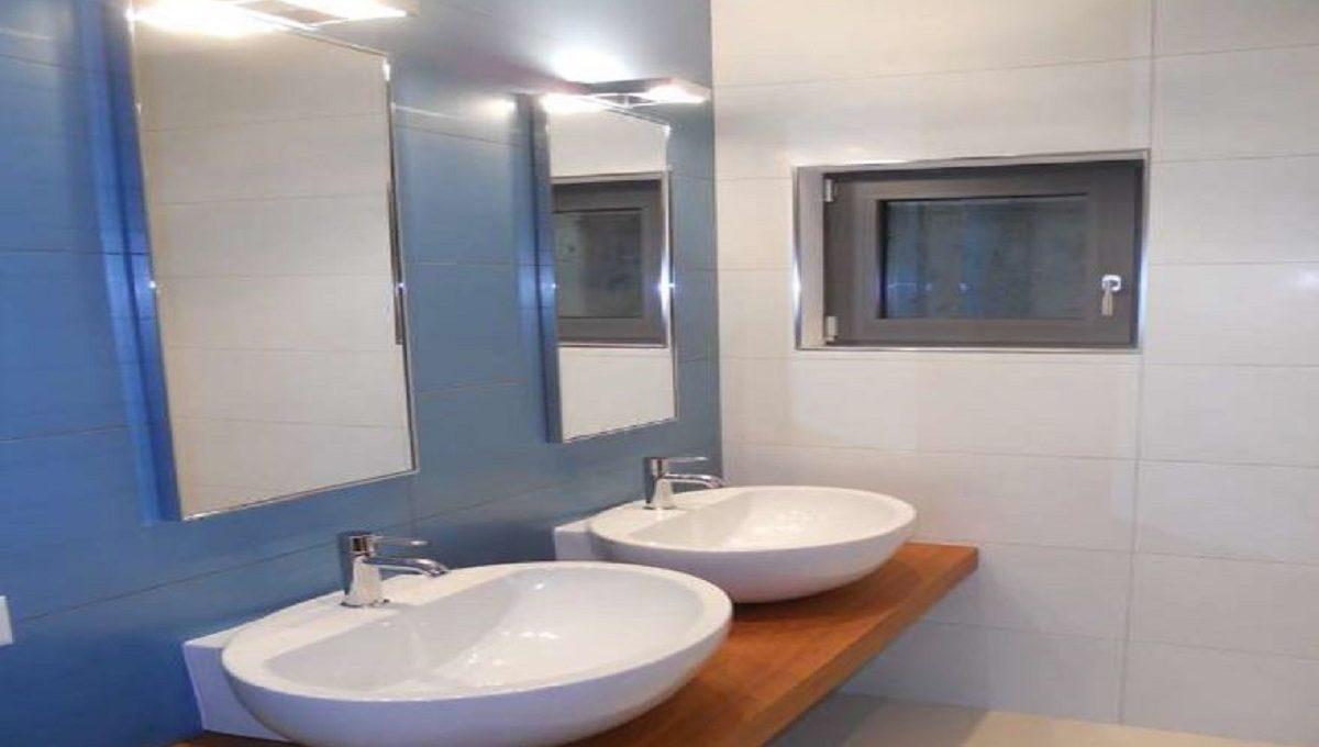 Bagno con doppio lavabo