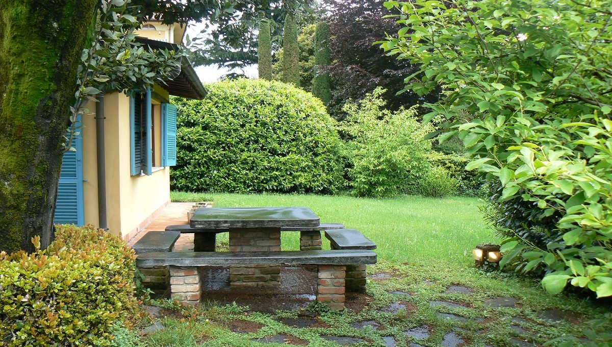 Particolare giardino tavolo in pietra