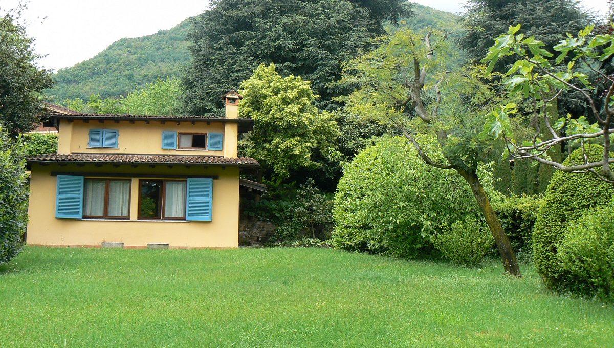 Villa vista lago con giardino