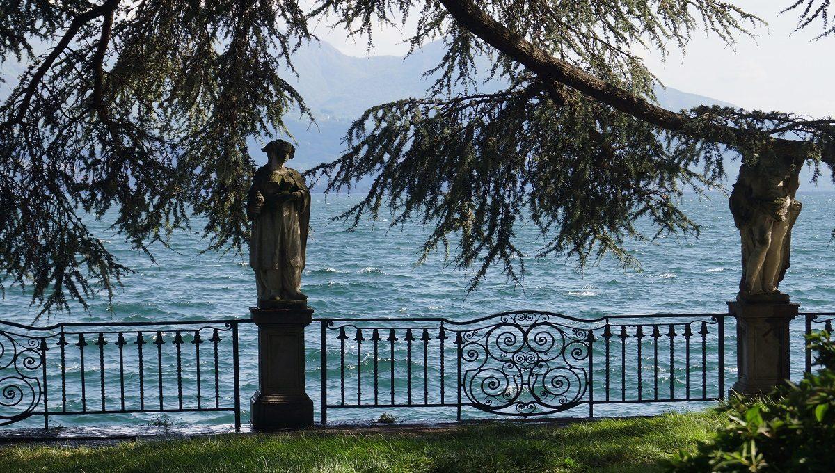 giardino fronte lago