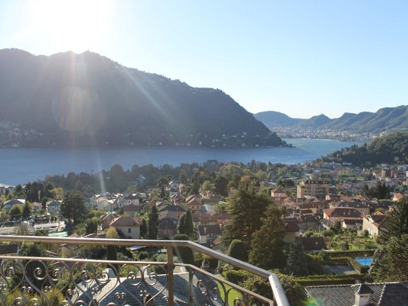 Cernobbio villa da ristrutturare con impareggiabile vista lago e città di Como