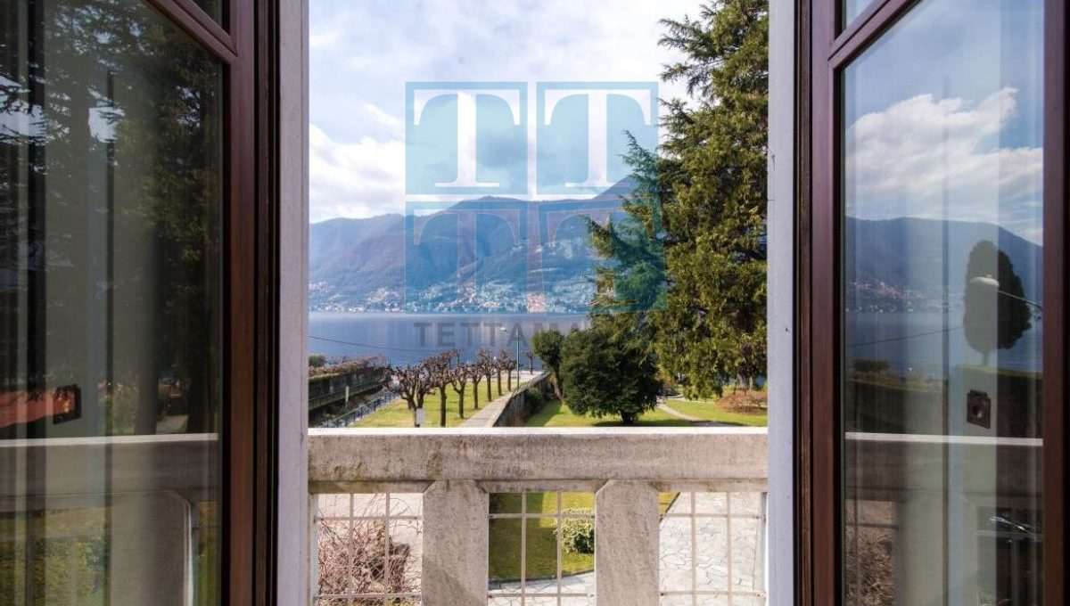 camera 1 balcone frontelago con logo