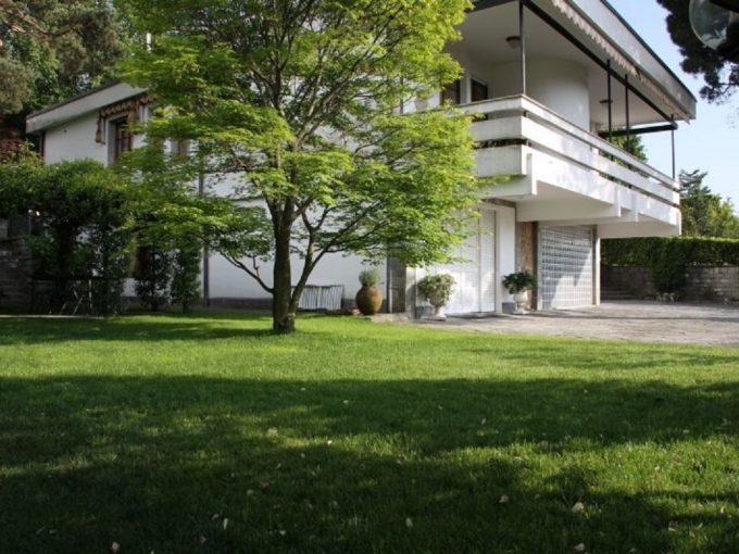 Elegante villa in vendita a Lipomo