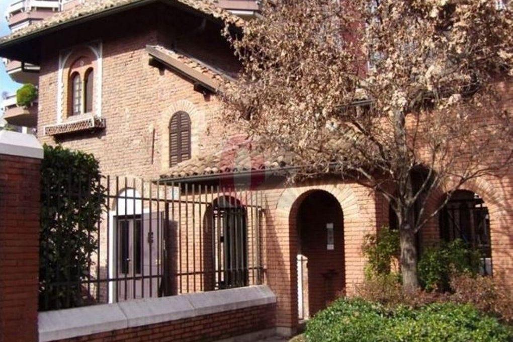 Milano zona San Siro elegante ampio appartamento (28)