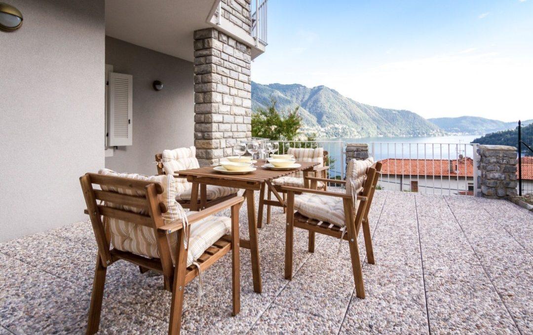 terrazzo della casa in Moltrasio