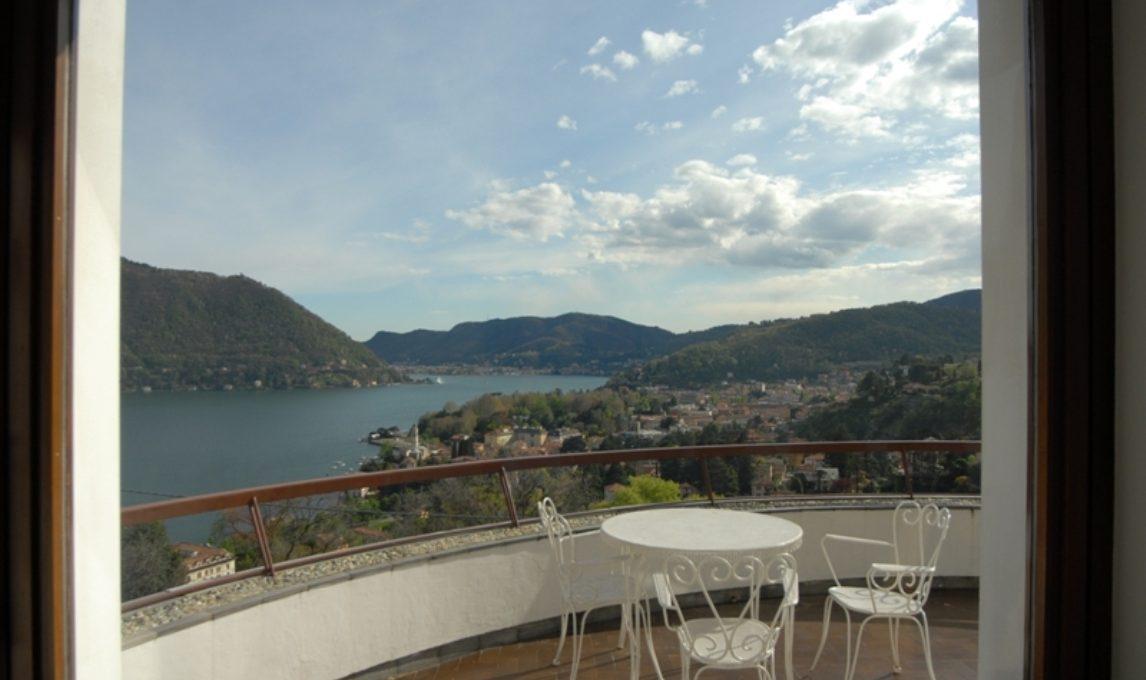 Cernobbio villa in locazione: vista sulla città di Como ed il primo bacino