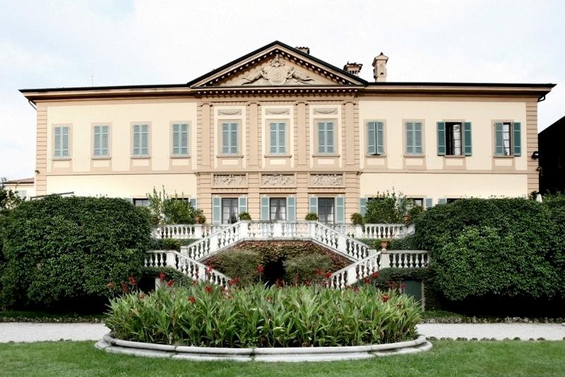 Casnate con Bernate provincia di Como villa storica in vendita