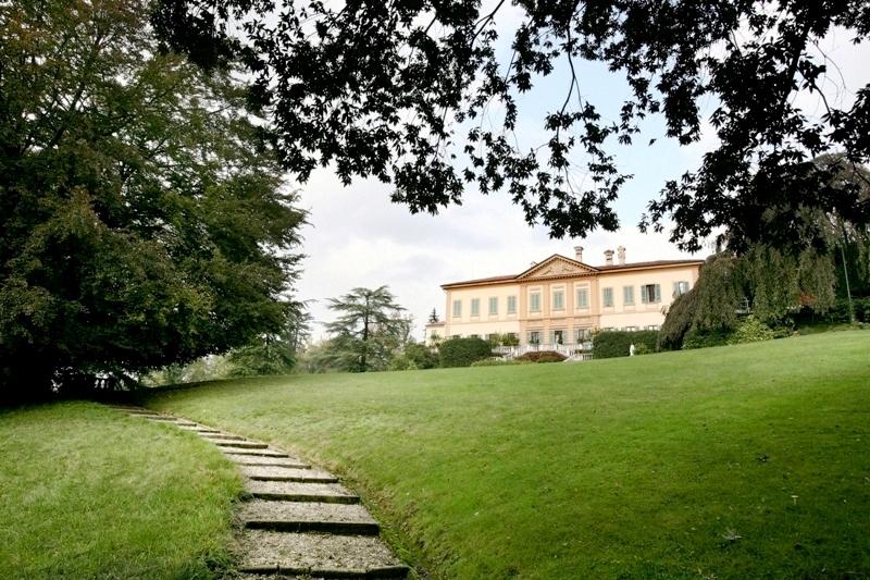 la storica villa in vendita a Casnate con Bernate