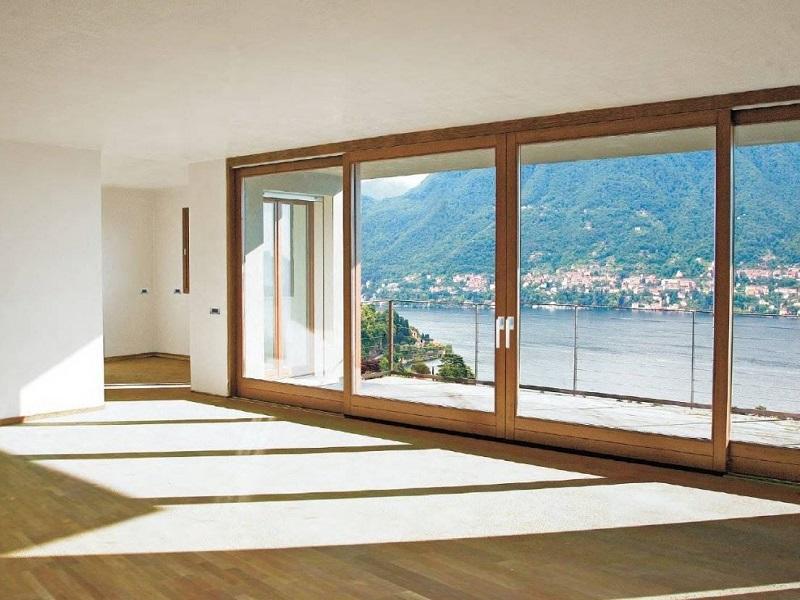 Ampia sala giorno a vetrate