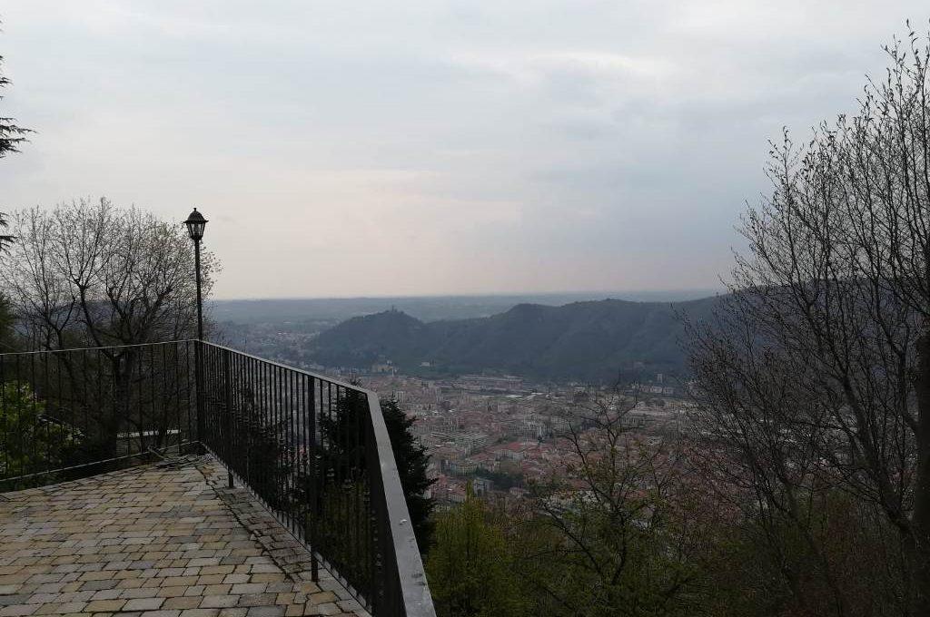 vista della città e verso Milano