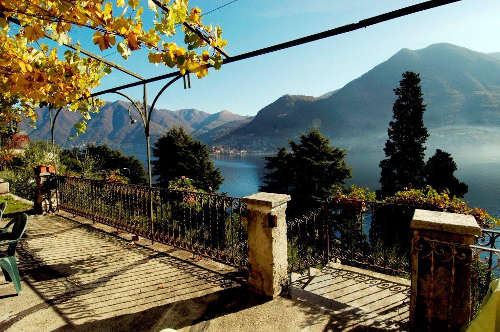 meravigliosa vista lago dalla proprietà in vendita a Moltrasio