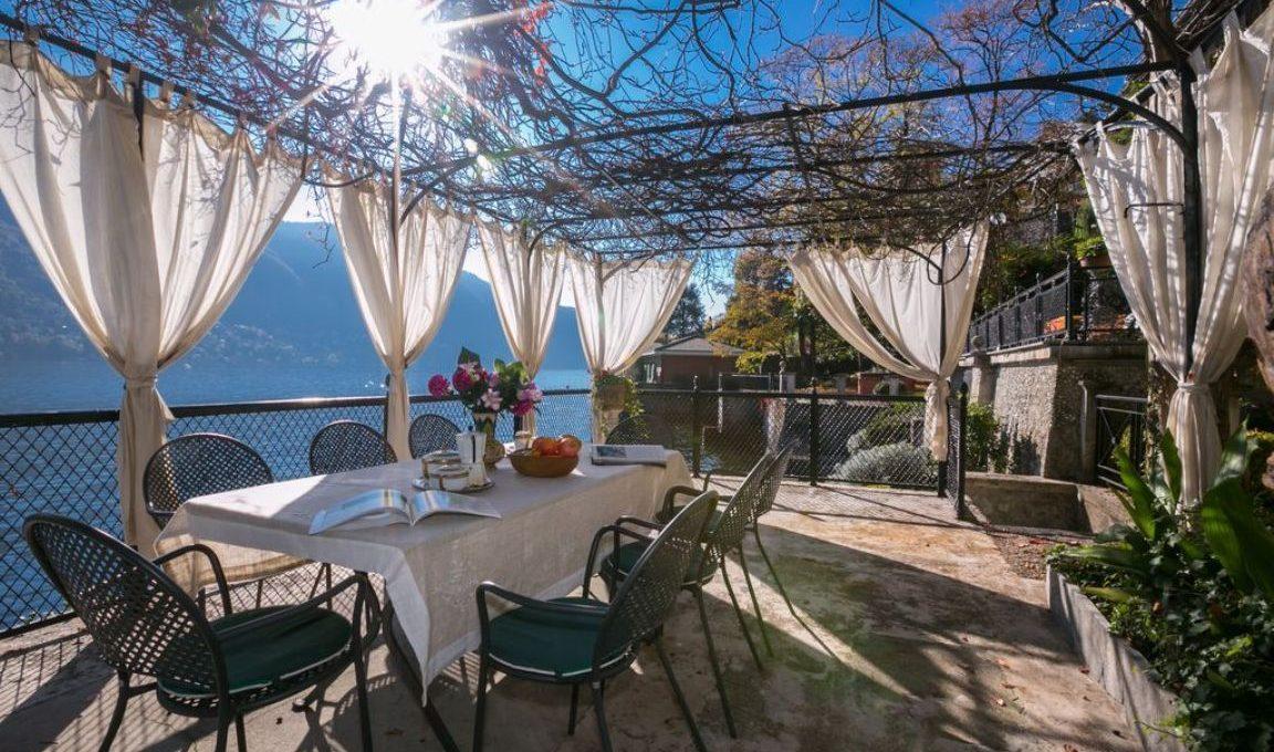 Lago di Como Moltrasio villa Pieds dans l'eau