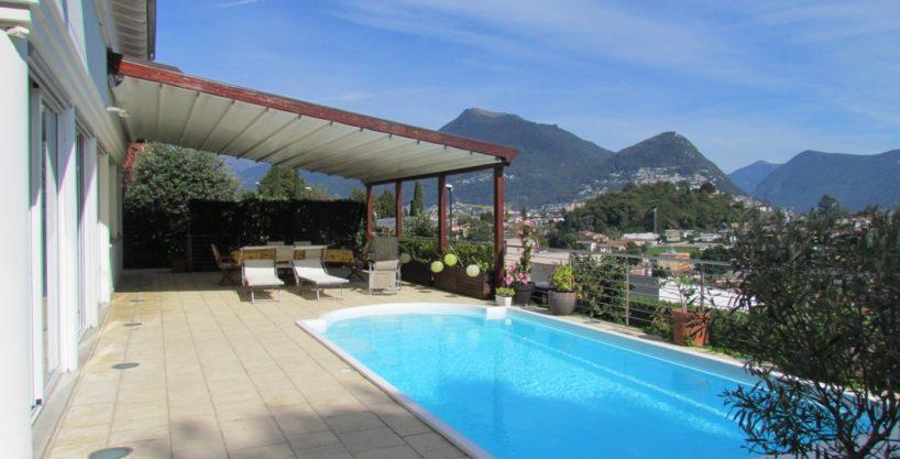 piscina con vista e ampio terrazzo