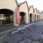 Viale Innocenzo, in una delle vie di maggior transito della città, con ampie vetrate in vista si propone in vendita e/o locazione questo immobile commerciale. 2320 mq superficie complessiva della proprietà.