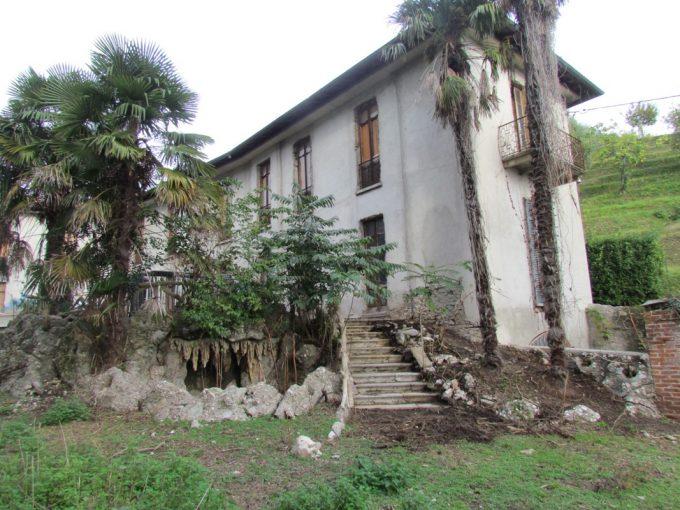 villa in vendita ad albate con ampio parco