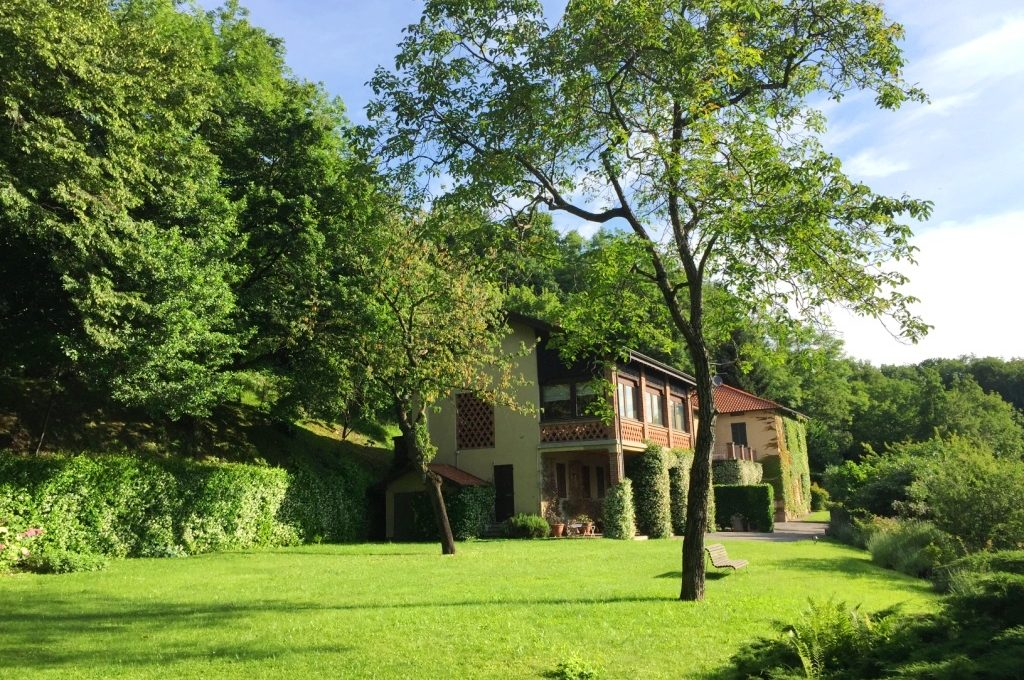 villa incantevole con ampio giardino vista lago como