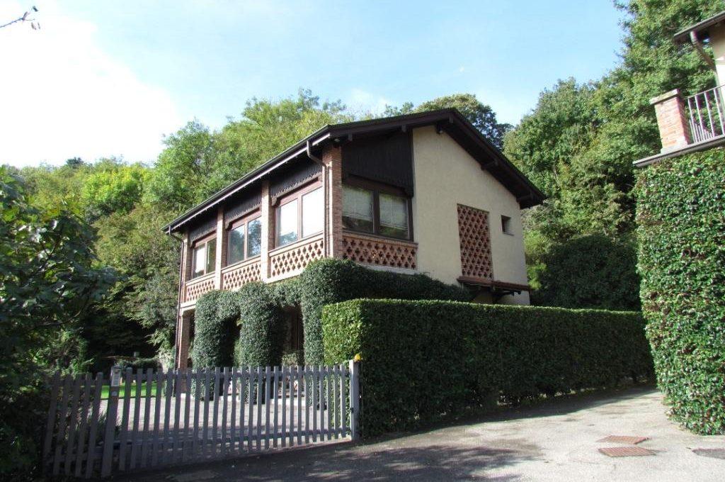 portico ampio giardino vista città villa in vendita