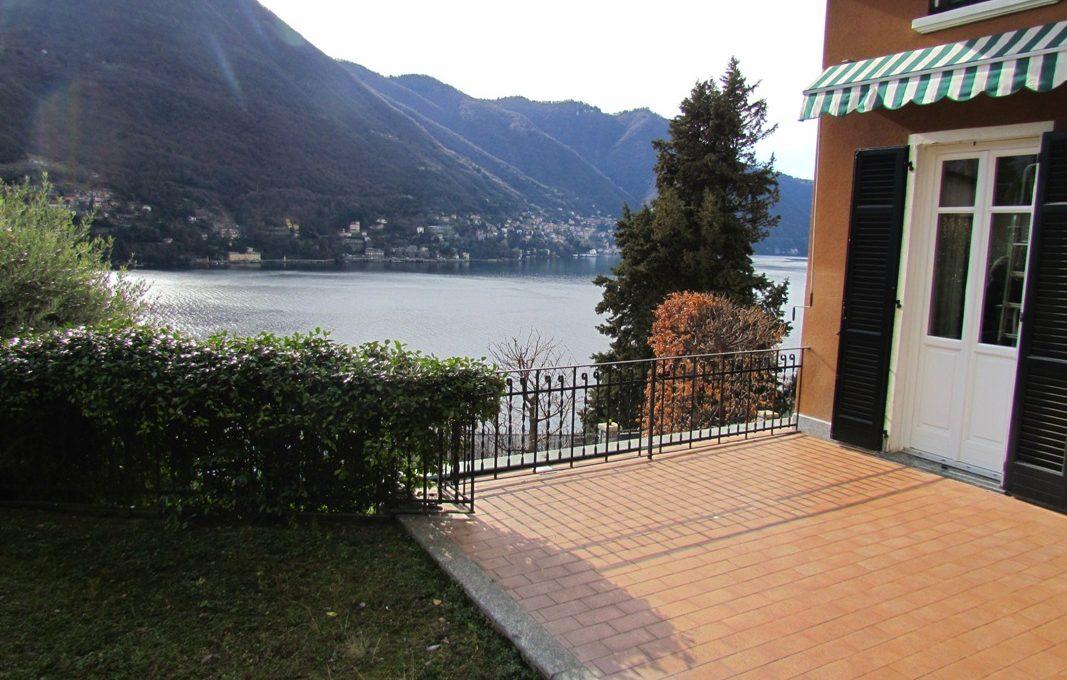 terrazza ampia con vista lago e torno